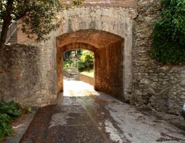 Girona castle wall doorway