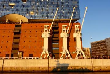 Elbphilharmonie cranes