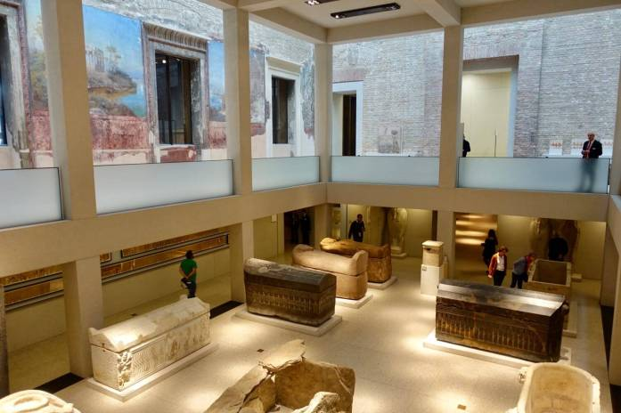 Neues Museum tombs
