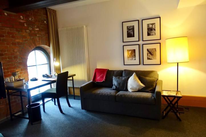 Gastwerk Hotel Hamburg bedroom workspace