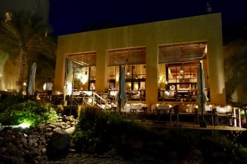 Stunning outdoor places that take advantage of the cool Omani nights. Zero humidity. Lovely food at every meal