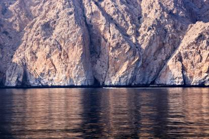 Six Senses Zighy Bay mountain reflection dhow cruise