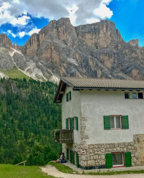 About 45 minutes further down, you arrive at Rifugio Firenze. Time for another beer.