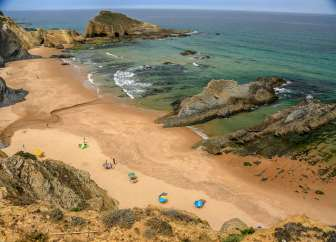 The far end of the Praia dos Alteirinhos is a famed nudist beach. Almost did it...