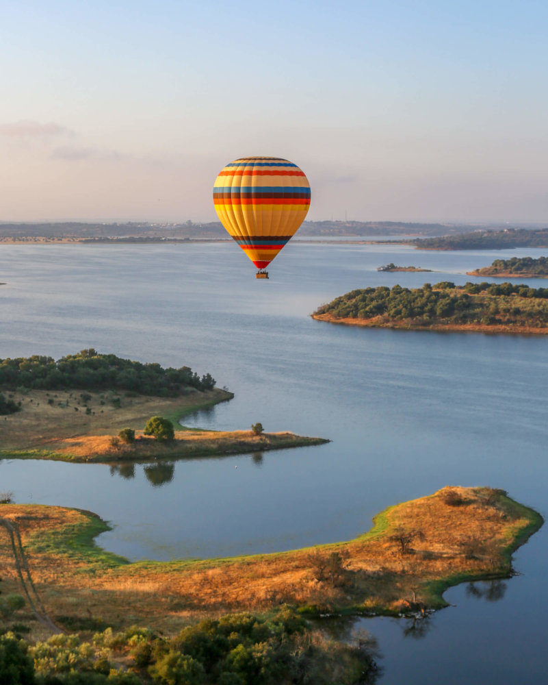 Ballooning over Alqueva reservoir