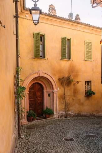 Monforte d'Alba doorway