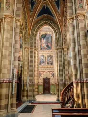 Monforte d'Alba church columns