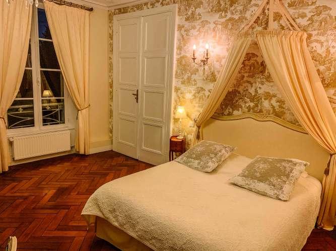 Château de Damigny bedroom