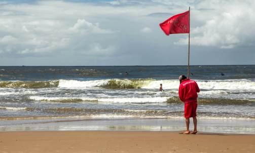 warning flag Playa Brava