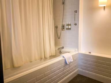Louis Hotel Munich bathroom