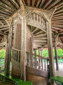 Englischer Garten wooden staircase