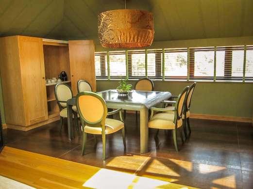 Villa Italia presidential suite dining room