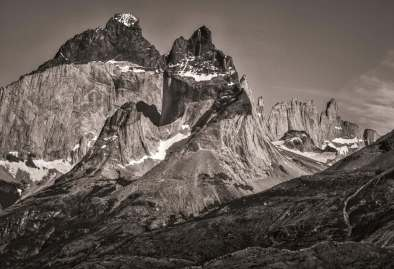 Los Cuernos black and white