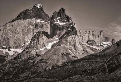Los Cuernos black and white