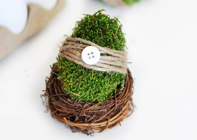 Moss Easter Eggs DIY