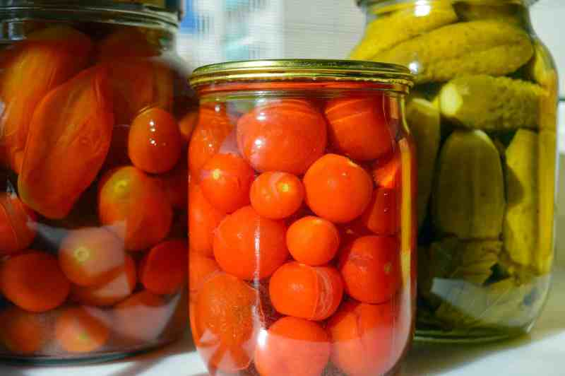 How to preserve tomatoes by canning.