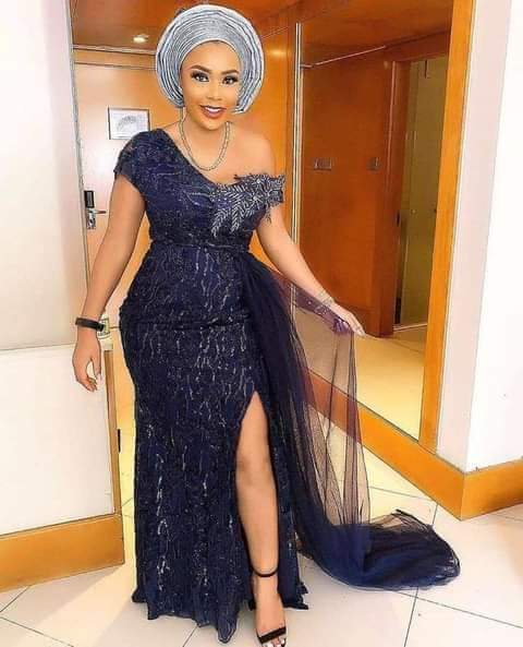 asoebi gown with front slit