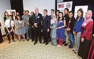 KUALA LUMPUR 21 JUNE 2016. Deputy Chief of Mission of the U S Embassy, Edgard D Kagan with Dr James Coffman (middle) at Fulbright Award Ceremony. NSTP/ZUNNUR AL SHAFIQ
