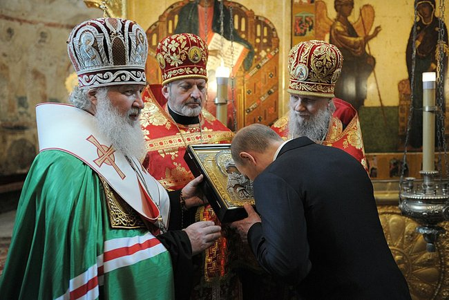 putin-2012-annunciation-cathedral-b