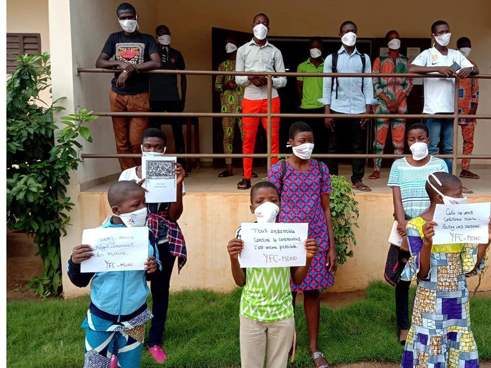 YFC的年轻志愿者采取行动对付贝宁的冠状病毒