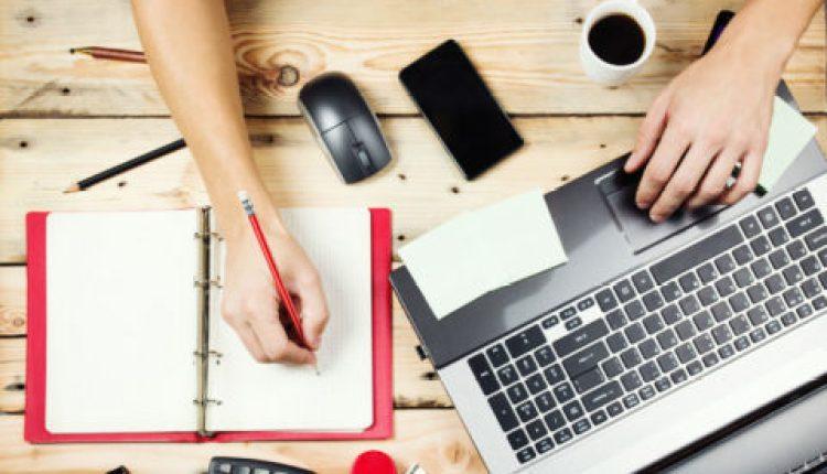 الفرق العمل الحر والعمل عبر الإنترنت