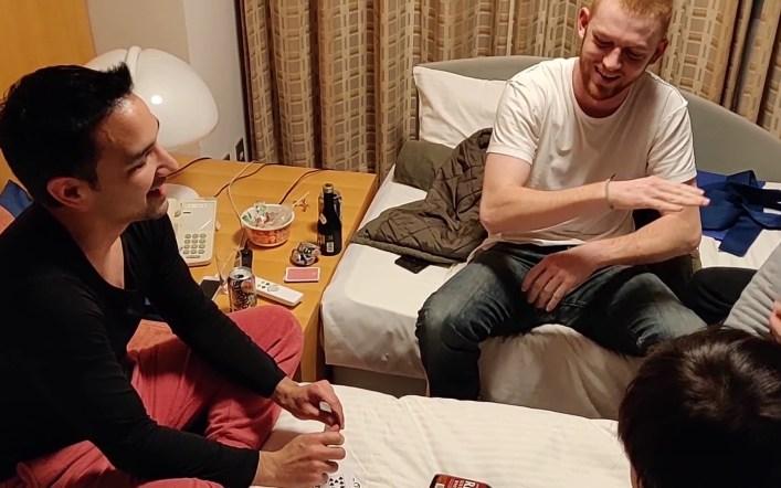 """ファッキューゲームとはどんな遊び?カードゲーム ドリンクゲーム What is """"Fuck you game"""""""