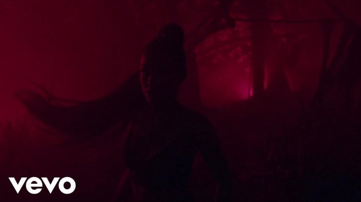 Ariana Grande – the light is coming ft. Nicki Minaj