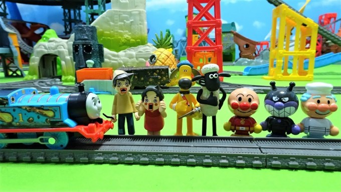 Thomas and Anpanman hit Shaun the Sheep!Heidi and Peter are also there!for kids!yupyon