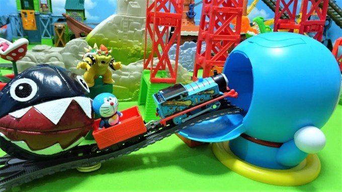 Thomas and Doraemon was chased by Chomp and go into Spo Spo Doraemon!for kids!yupyon