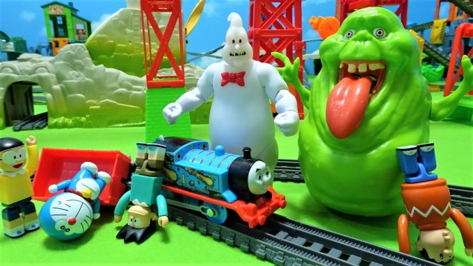 Thomas,Doraemon and Nobita run away from Ghost busters's Slimer and Rowan!for kids!yupyon