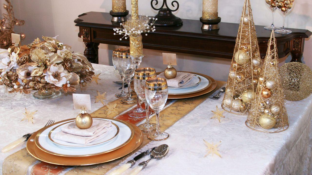 C mo decorar la mesa de navidad con materiales de casa - Como decorar la mesa de navidad ...