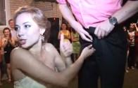 Böylesini Görmediğinize Bahse Gireriz! Rus Düğünlerindeki En İlginç Oyun
