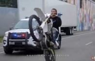 Motorcuların Polislere Kafa Tuttuğu Müthiş Kovalamaca