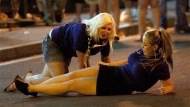 Alkolü Fazla Kaçıran Kızlardan Komik Anlar