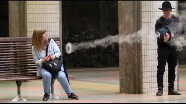 Meşhur Sihirbazdan Metro İstasyonunda Duman Şakası