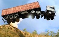 Büyük Araç Kazaları Sıra Dışı Olaylara Sebep Oluyor!