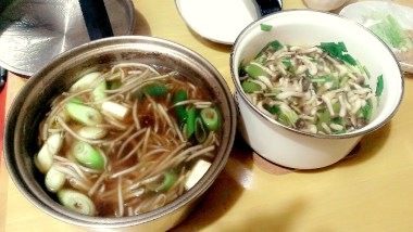 Cooking Indonesian dishes, rawon and sayur asem, using Japanese ingredients
