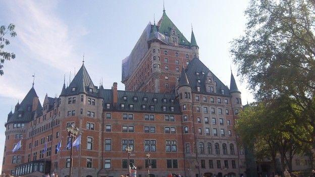 La ville de Quebec est inscrite au patrimoine mondiale de l'unesco depuis 1985 avec de nombreux batiments fortifies et de remparts photo blog voyage tour du monde https://yoytourdumonde.fr