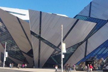 Ville futuriste avec une histoire la ville de Toronto melange l'ancien et le nouveau pour le plus grand plaisir des touristes photo blog tour du monde htpp://yoytourdumonde.fr