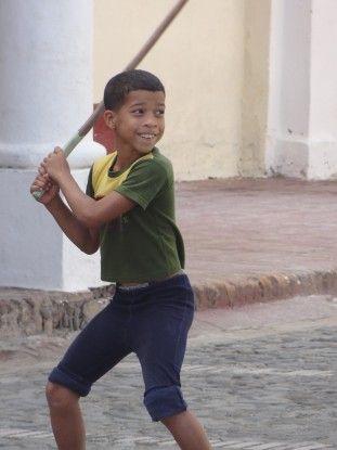 Partie de Baseball à Bayamo (Cuba). Photo blog voyage tour du monde https://yoytourdumonde.fr