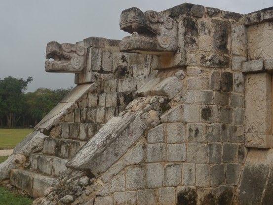 Encore le dieu Chaac, dieu de la pluie sur les ruines du site maya de Chichen Izta au Mexique photo blog voyage tour du monde https://yoytourdumonde.fr