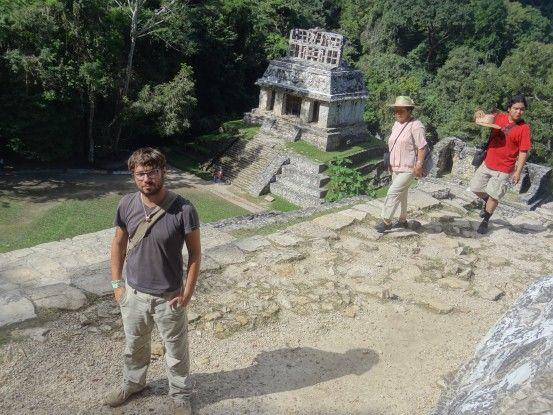 Vous en rêviez me voici en photo sur le site Maya de Palenque photo blog voyage tour du monde https://yoytourdumonde.fr