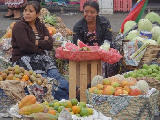 Le marché très coloré de Quetzaltenango au Guatemala photo blog voyage tour du monde travel https://yoytourdumonde.fr