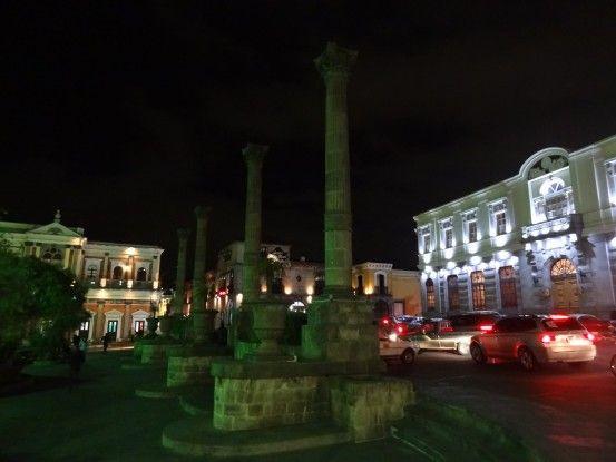 Quetzaltenango au Guatemala de nuit photo blog voyage tour du monde https://yoytourdumonde.fr