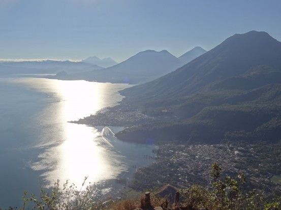 La beauté du lac Atitlan au Guatemala volcan tour du monde photo travel https://yoytourdumonde.fr