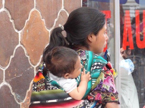Les photographes sont aux anges sur le marché de Chichicastenango photo blog voyage tour du monde travel https://yoytourdumonde.fr