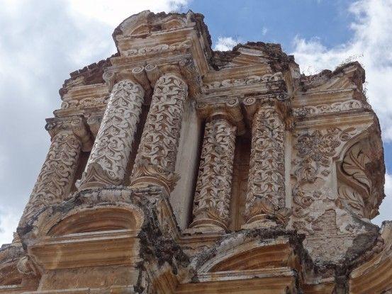 Une superbe façade d'église à Antigua photo blog voyage tour du monde https://yoytourdumonde.fr