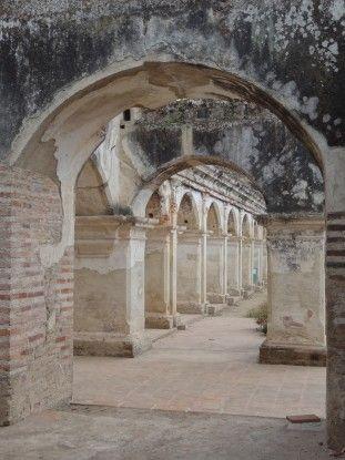 Ruines à Antigua au Guatemala photo blog voyage tour du monde https://yoytourdumonde.fr