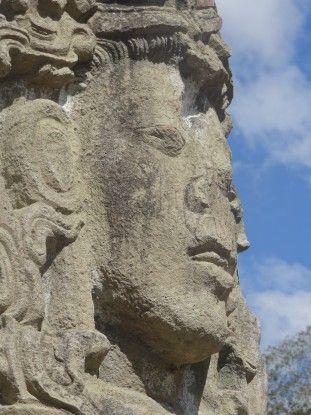 Stèle sur le site de Copan au Honduras photo blog voyage tour du monde unesco travel https://yoytourdumonde.fr