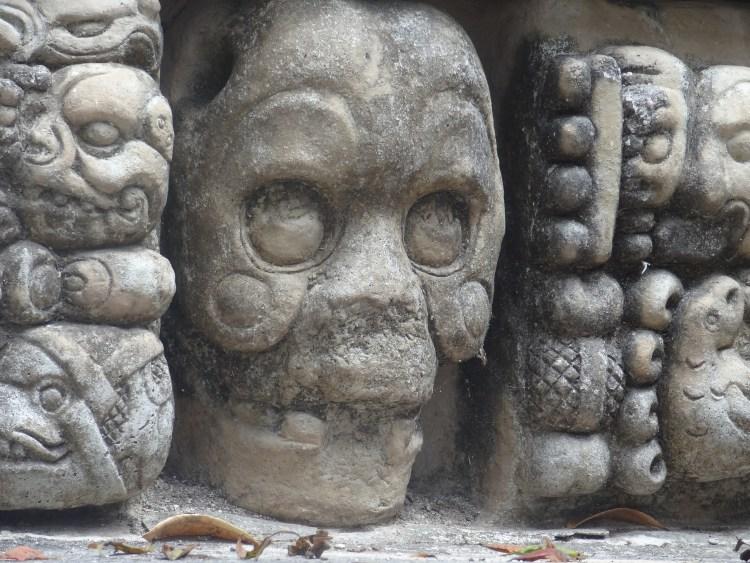 Ruine archéologique de Copan au Honduras est un chef d'oeuvre artistique photo blog voyage tour du monde travel https://yoytourdumonde.fr